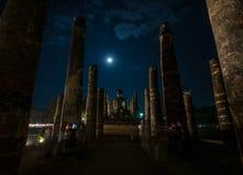 Antyczny rujnujący Wat Mahathat w Sukhothai Dziejowym parku przy nigh zdjęcia royalty free