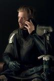 Antyczny rycerz i telefon komórkowy Obrazy Royalty Free