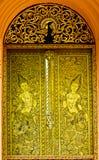 antyczny rzeźbiący drzwiowy złocisty świątynny Thailand Obrazy Stock
