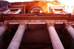 antyczny rzeźbiący miasta Jordan rzeźbić petra rockowy skarbiec obrazy royalty free