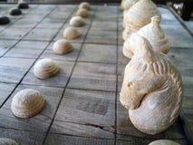 Antyczny Tajlandzki drewniany szachy wykładał na desce Zdjęcia Royalty Free