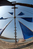 Antyczny wiatrowego młynu use dla ruchu woda morska w solankowego pole Zdjęcie Stock