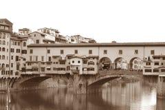 Antyczny wizerunek Arno rzeka i Ponte Vecchio w Florenc Zdjęcie Stock