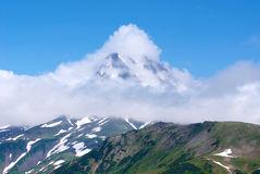 Antyczny wulkan w chmurze Fotografia Stock