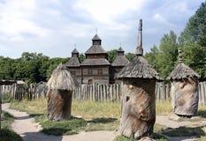 Antycznych uli niedaleki drewniany kościół Obraz Royalty Free