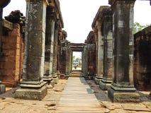 Antyków kamiennych filarów Phimai Dziejowy park Zdjęcia Royalty Free