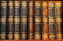 Antyk książki w starej bibliotece obraz stock