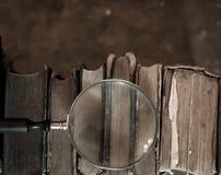 Antyk książki z powiększać - szkło obraz royalty free