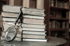 Antyk książki z powiększać - szkło fotografia stock