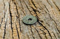 Antyk monety na drewnianym tle Fotografia Royalty Free