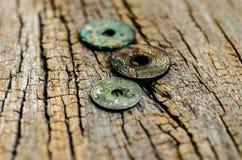 Antyk monety na drewnianym tle Zdjęcie Stock