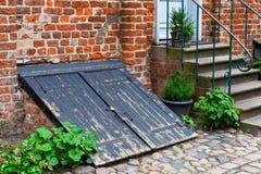 Antyka lochu węglowy drzwi w Stralsund, Niemcy Zdjęcie Stock