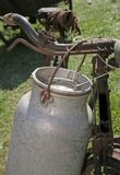Antyka mleko może aluminium na bicyklu Obraz Stock