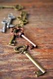 Antykwarscy metalu domu klucze Zdjęcia Stock
