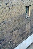 Antykwarska ceglana fasada z okno Zdjęcia Royalty Free