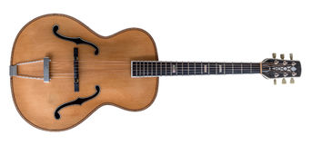 Antykwarska gitara akustyczna odizolowywająca na bielu Obrazy Royalty Free