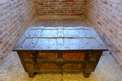 Antykwarska klatka piersiowa przy Grodowym fortecą w Verona, północny Włochy (Castelvecchio) Fotografia Royalty Free