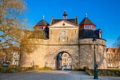 Antykwarska osła ` s brama w Bruges zdjęcia royalty free