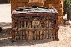 Antykwarska stagecoach pieniądze klatka piersiowa zdjęcia stock