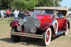 Antykwarski amerykański luksusowy samochód jadący Fotografia Royalty Free