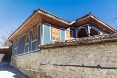 Antykwarski błękitny odrodzenie dom w Koprivshtitza zdjęcie stock