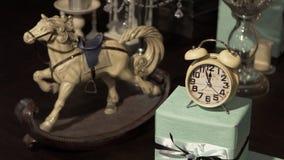 Antykwarski Bożenarodzeniowy ornament zegar z innymi Xmas dekoracjami Ornament nowym rokiem piękny ornament Rocznik zbiory