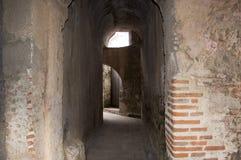 Antykwarski budynku korytarz w naprawie Zdjęcie Stock