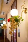 antykwarski ciemny biurka łuny zieleni lampy rocznik Fotografia Royalty Free