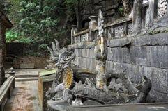 Antykwarski cyzelowanie w kamieniu z mitycznym motywem Bich Dong pagoda, Fotografia Stock