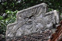 Antykwarski cyzelowanie w kamieniu z mitycznym motywem Bich Dong pagoda, Obraz Royalty Free