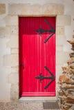 antykwarski drewniany czerwony drzwi Obrazy Royalty Free