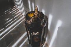 Antykwarski Drewniany meble w Hotelowym korytarzu zdjęcia stock