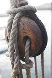 Antykwarski drewniany potrójny deadeye Zdjęcie Royalty Free