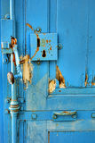 Antykwarski Drzwiowy kędziorek i rękojeść na rocznika drzwi Obrazy Royalty Free
