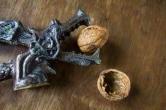 Antykwarski dziadek do orzechów smok z orzechami włoskimi Zdjęcie Stock