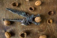 Antykwarski dziadek do orzechów smok z orzechami włoskimi Obrazy Royalty Free