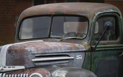 Antykwarski Ford furgonetki zbliżenie fotografia royalty free