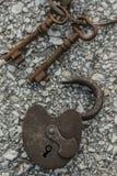 Antykwarski kędziorek z ośniedziałymi kluczami fotografia stock