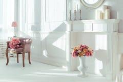 antykwarski karło rzeźbiący wewnętrzny luksus Obraz Stock