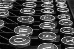 Antykwarski maszyna do pisania - Antykwarski maszyna do pisania Pokazuje Tradycyjnego Q Zdjęcia Stock