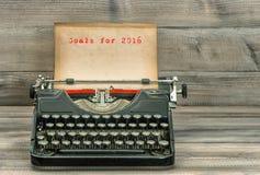 Antykwarski maszyna do pisania papier Cele dla 2016 pojęcia prowadzenia domu posiadanie klucza złoty sięgający niebo Obrazy Royalty Free