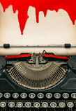 Antykwarski maszyna do pisania papieru prześcieradło z krwionośnym Halloweenowym pojęciem Obrazy Royalty Free