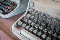 Antykwarski maszyna do pisania, rocznika maszyna do pisania maszyna z rocznika retro projektującym na biurku Zdjęcie Stock