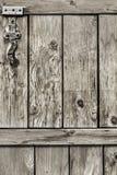 Antykwarski Nieociosany Sosnowego drewna stajni drzwi - szczegół Obraz Stock