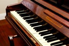 Antykwarski pianino - pianino klucz wędkujący widok Zdjęcie Stock