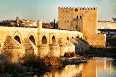 Antykwarski rzymski most w cordobie obraz stock