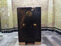 Antykwarski silny pudełko z kombinacją zarówno jak i kluczowy kędziorek Wśrodku jeden pokoje Mandiri muzea w Dżakarta obraz royalty free