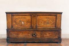Antykwarski włoski drewniany dresser 2 Zdjęcia Stock