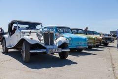 antykwarskich samochodów stojaki na oldtimer przedstawieniu Zdjęcie Stock