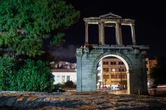 Antykwarskie antyczne bramy w nocy świetle fotografia royalty free